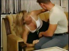Муженёк всунул член спящей жене между ног, трахнул в пизду