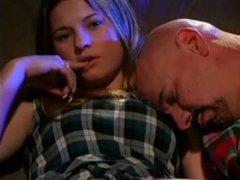 Зрелый папа спит, ебёт при этом свою молодую и стройную дочку