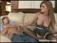 Увлекательное секс видео со спящим братом и молодой красавицей