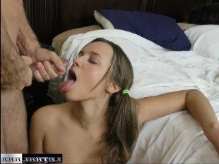 Девушка спала, разбудил и сексом занялся с ней старший брат